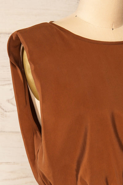 Leon Brown Shoulder Pads Crop Top | La petite garçonne side close-up
