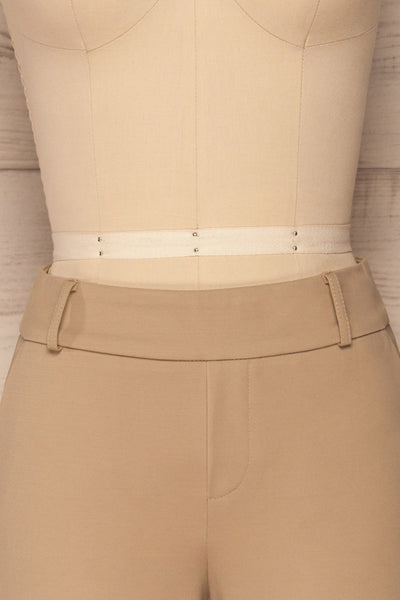 Lieksa Beige Bermuda Shorts w/ Pockets | La petite garçonne front close-up