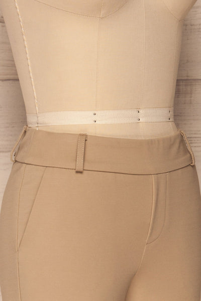 Lieksa Beige Bermuda Shorts w/ Pockets | La petite garçonne side close-up