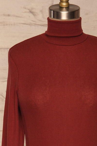 Loksa Brick Red Turtleneck | Haut Rouge front close up | La Petite Garçonne