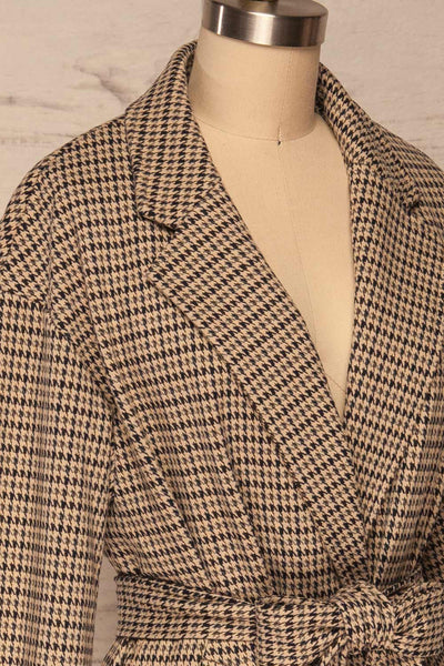 Londres Long Beige Houndstooth Coat | La petite garçonne side close up