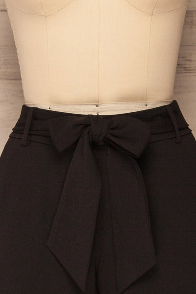 Lysekil Black Shorts w/ Pockets | La petite garçonne front close-up