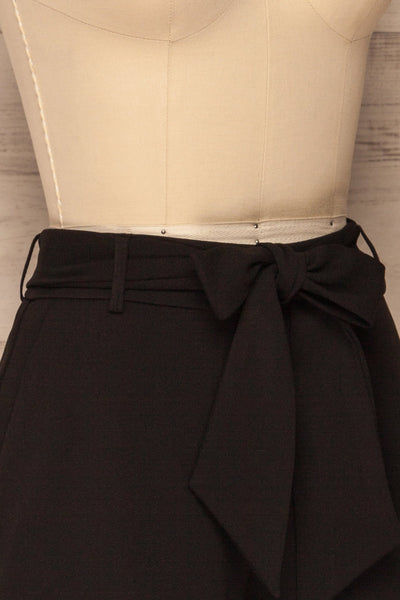 Lysekil Black Shorts w/ Pockets | La petite garçonne side close-up