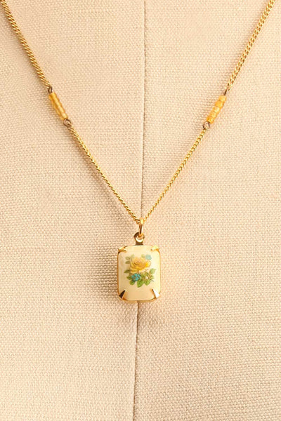 Mae West Jaune Dainty Golden Floral Pendant Necklace | Boutique 1861 4