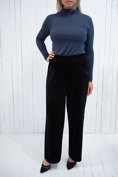 Ostroleka Black Wide Leg Velvet Pants | La petite garçonne model