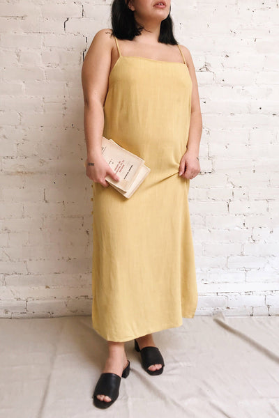 Mirandela Yellow Linen Midi Dress | La petite garçonne model look 2