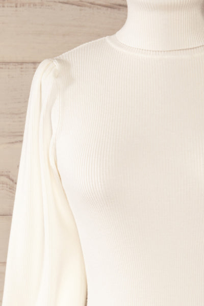 Moino White Puffy Sleeve Turtleneck | La petite garçonne front close-up