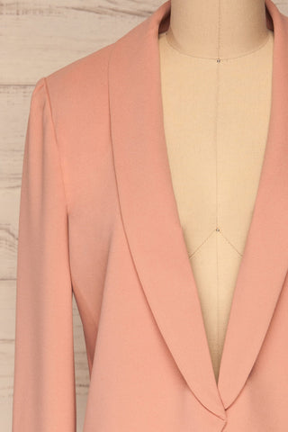 Nephele Pink Blazer | Veston Rose | La Petite Garçonne front close-up