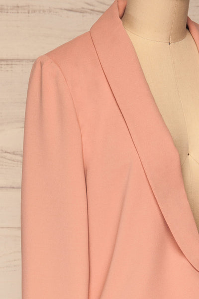 Nephele Pink Blazer | Veston Rose | La Petite Garçonne side close-up