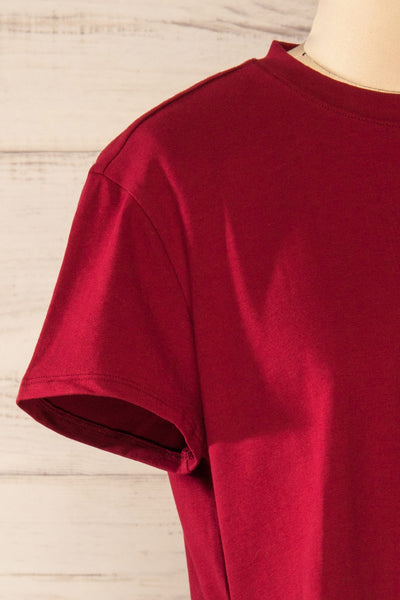 Ovca Burgundy Cropped T-Shirt | La petite garçonne side close-up