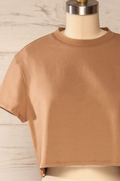 Ovca Taupe Cropped T-Shirt | La petite garçonne front close up