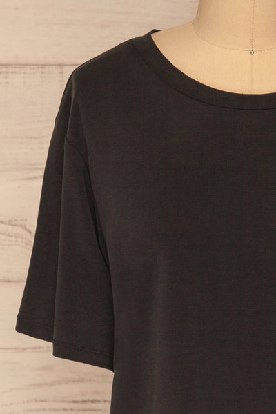 Pinhel Black Basic Loose T-Shirt | La petite garçonne front close-up