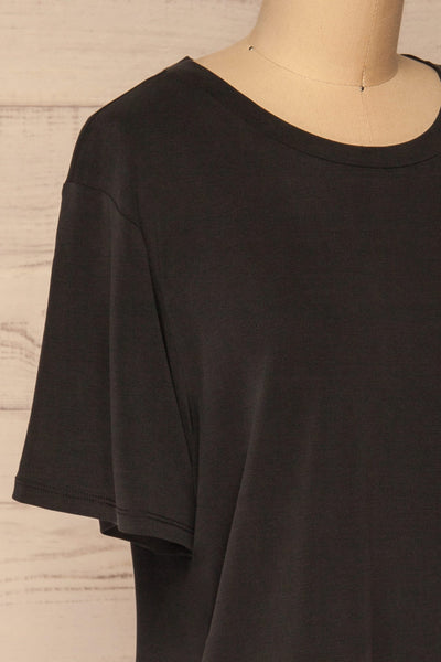 Pinhel Black Basic Loose T-Shirt | La petite garçonne side close-up