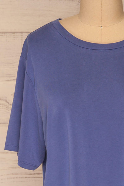 Pinhel Indigo Basic Loose T-Shirt | La petite garçonne front close-up