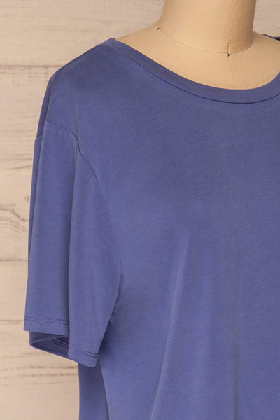 Pinhel Indigo Basic Loose T-Shirt | La petite garçonne side close-up
