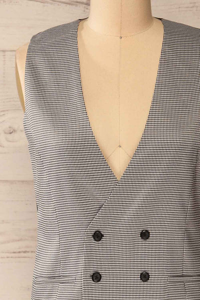 Pogorzela Black Houndstooth V-Neck Vest | La petite garçonne front close-up