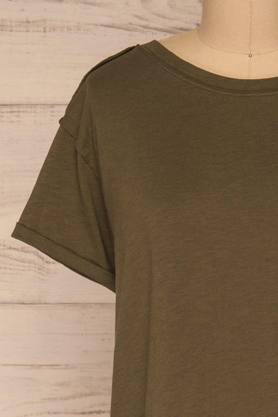 Quarreni Olive Green Crop T-Shirt | La petite garçonne front close-up