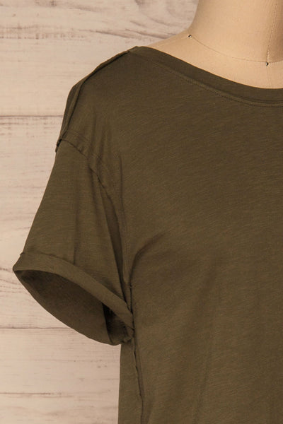 Quarreni Olive Green Crop T-Shirt | La petite garçonne side close-up