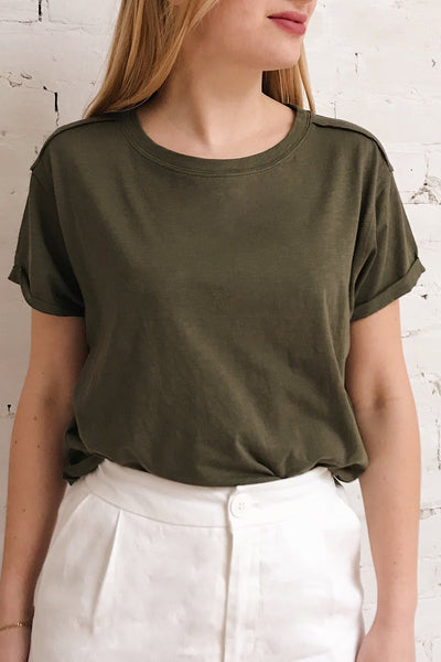 Quarreni Olive Green Crop T-Shirt | La petite garçonne on model