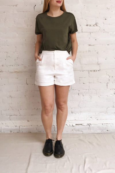 Quarreni Olive Green Crop T-Shirt | La petite garçonne model look