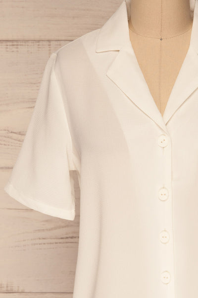 Rosarno White Crepe Short Sleeved Shirt | La petite garçonne front close-up