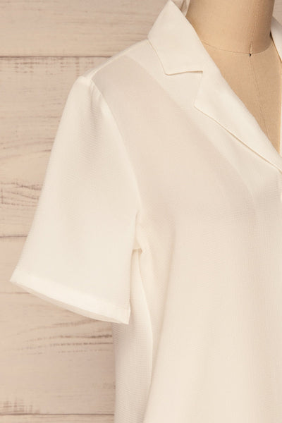 Rosarno White Crepe Short Sleeved Shirt | La petite garçonne side close-up