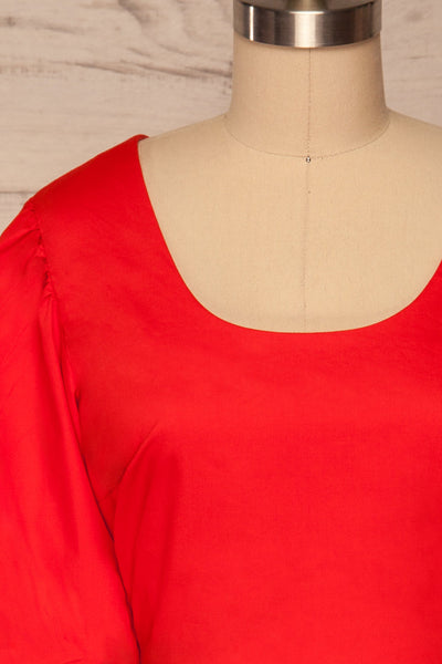 Rydzyna Red Short-Sleeved Crop Top | La petite garçonne front close up