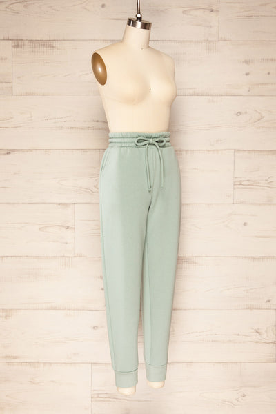 Set Luqa Green Sweater & Joggers | La petite garçonne side view pants
