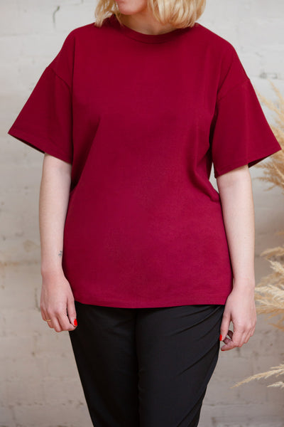 Sindi Burgundy Oversized Cotton T-Shirt | La petite garçonne on model