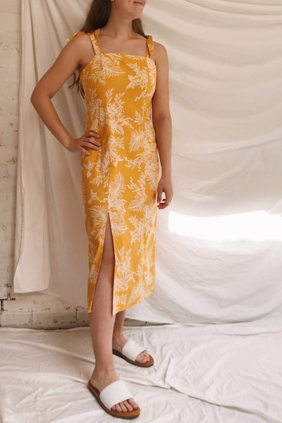 Tarouca Yellow Patterned Midi Dress | La petite garçonne model look