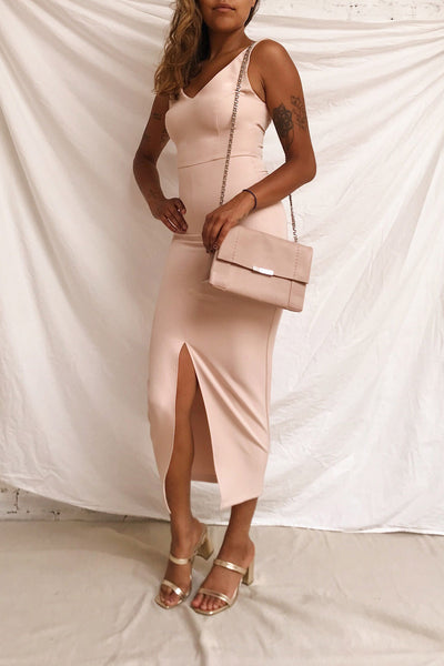 Tivoli Blush Pink V-Neck Midi Dress | La petite garçonne model look