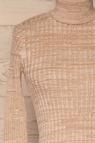 Tomsk Beige Turtleneck Top | Haut | La Petite Garçonne front close-up