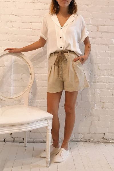 Buzau White Buttoned Short Sleeved Top | La petite garçonne model look