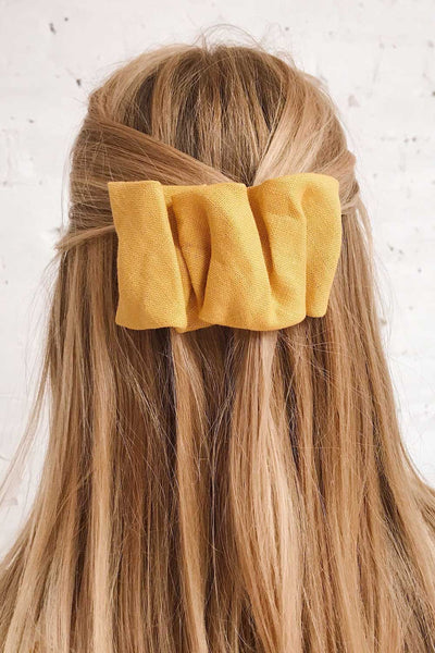 Ulmau Mustard Scrunchie Texture Hair Clip | La petite garçonne on model