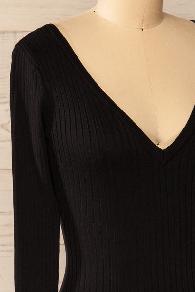 Vantaa Black Ribbed V-Neck Top | La petite garçonne side close-up