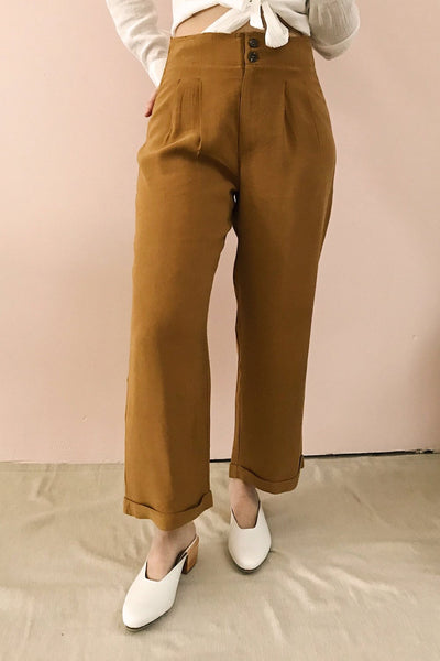 Varedo Muscade Ochre High Waisted Pants | La Petite Garçonne model close up