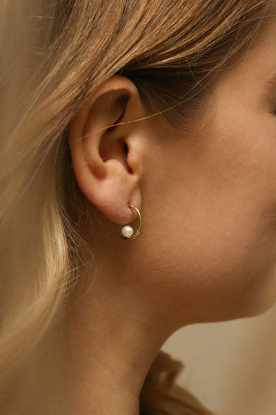 Vitilla Doré Small Gold Hoop Earrings with Pearl | La Petite Garçonne