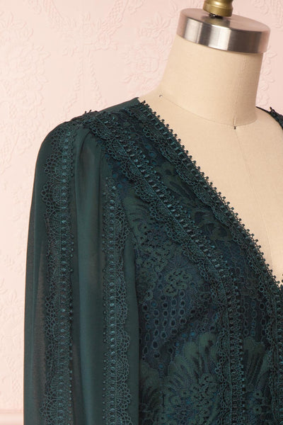 Winifred Emerald Lace Dress | Robe Cocktail side close up | Boutique 1861