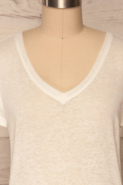 Winona White V-Neck T-Shirt | La petite garçonne front close up