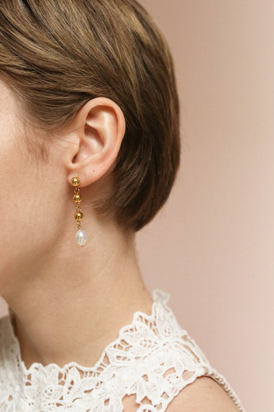 Yuki Gold Earrings | Boucles d'oreilles | La Petite Garçonne on model with a pixie cut