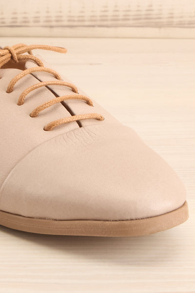 Adesus Moon Grey Leather Lace-Up Shoes | La Petite Garçonne Chpt. 2 4