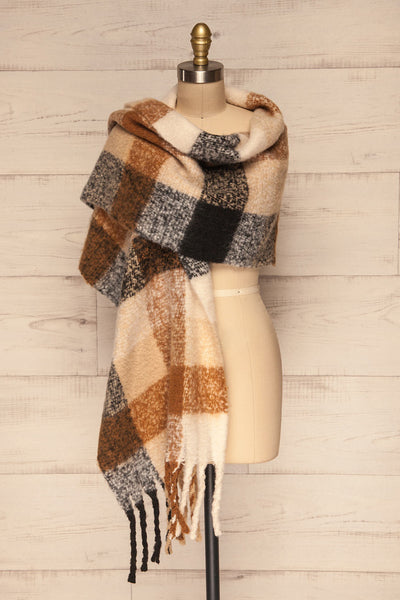 Aelwen Black & Beige Large Checkered Fuzzy Scarf shawl | La Petite Garçonne