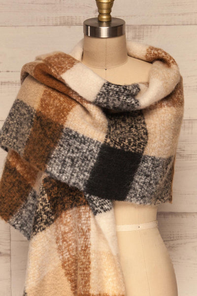 Aelwen Black & Beige Large Checkered Fuzzy Scarf shawl close up | La Petite Garçonne