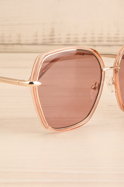 Agreste Peach & Taupe Sunglasses | La petite garçonne side close-up