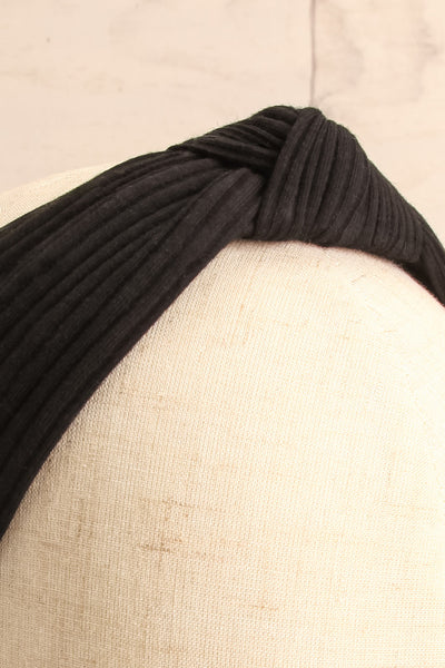 Almere Pepper Black Ribbed Knit Headband w Knot on mannequin close-up | La Petite Garçonne