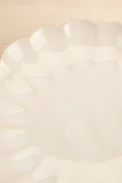 Amelia Plate Flower Scalloped Edge | La petite garçonne flat close-up
