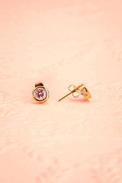 Arie Blütenblatt - Gold and pink crystal stud earrings