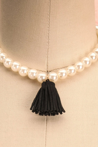 Aruncus - Ivory pearled necklace with a black tassel 2