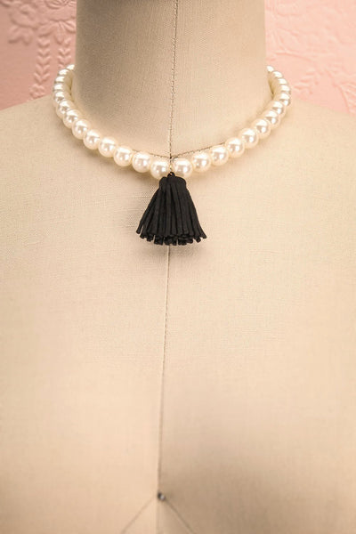 Aruncus - Ivory pearled necklace with a black tassel 1