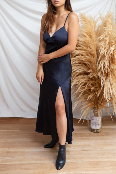 Athy Navy V-Neck Midi Satin Dress | La petite garçonne model